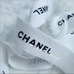 Chanel classic black and white wrapping ri…